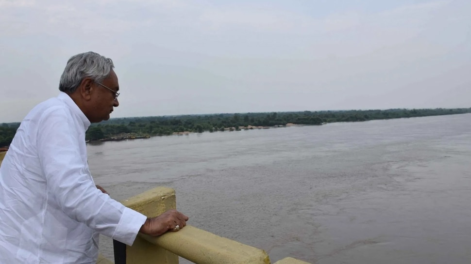 बिहार: नहाने लायक भी नहीं बची Ganga, विपक्ष ने पूछा- लोगों को कैसे पिलाएंगे गंगाजल?