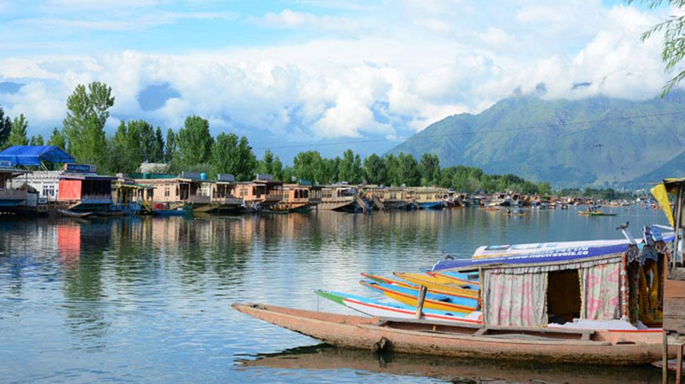 छह महीने में 34 हज़ार से ज़्यादा पर्यटकों ने कश्मीर की सैर की: गृह मंत्रालय