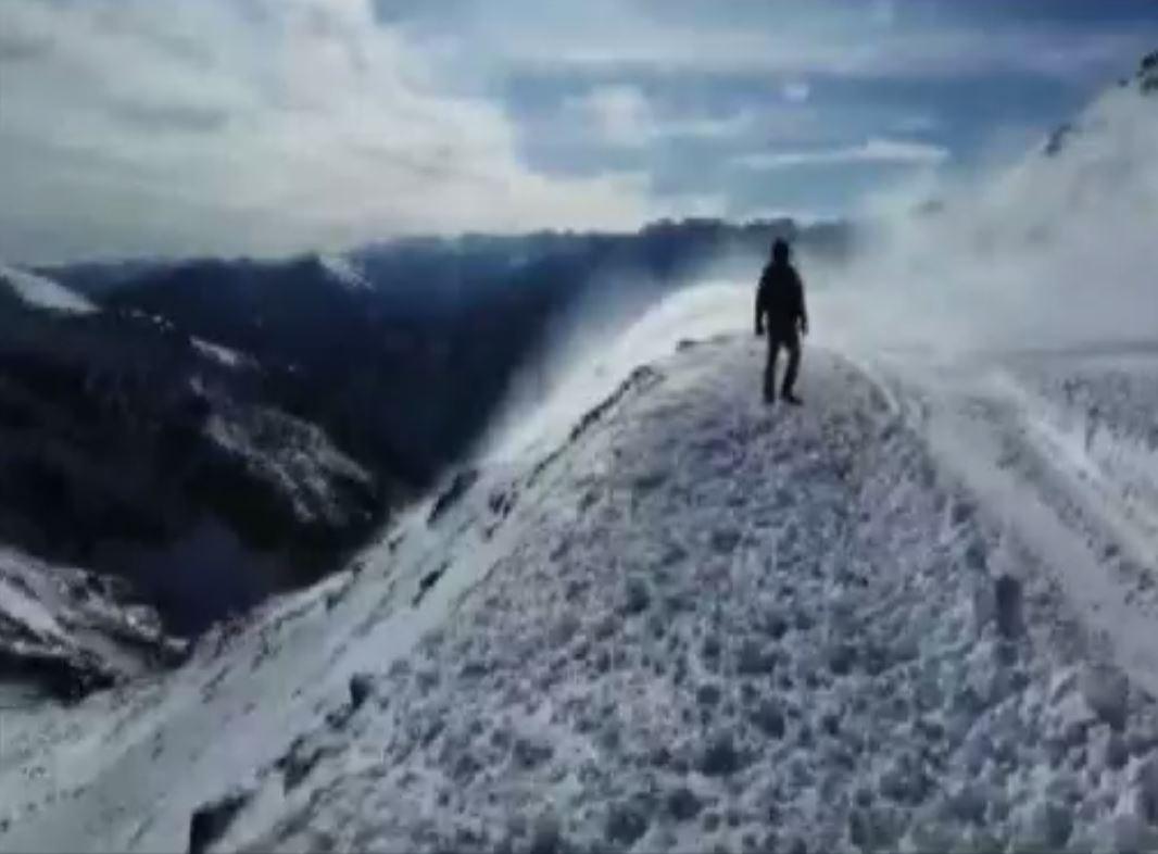 भीषण बर्फबारी के चलते पहाड़ों पर आवागमन में आ रही मुश्किलें