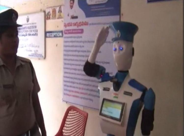 विशाखापट्टनम पुलिस ने लॉन्च किया देश का पहला रोबोट 'CYBIRA'