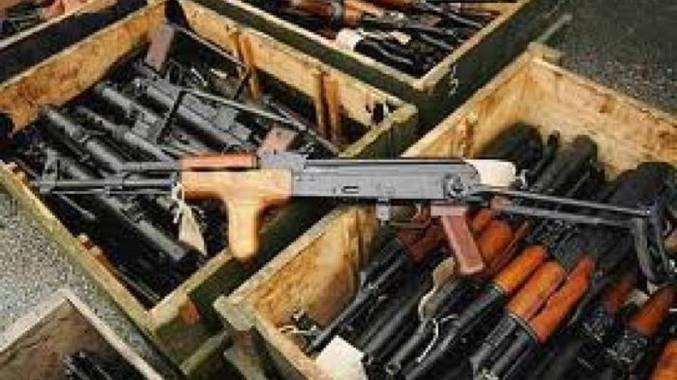 मुंगेर: हथियारों का जखीरा हुआ बरामद, पुलिस ने 4 तस्करों को किया गिरफ्तार