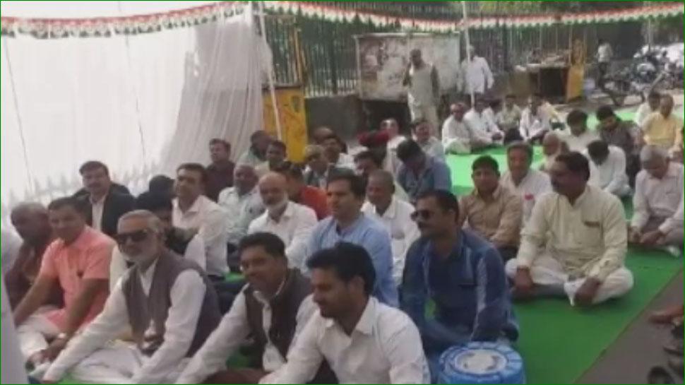 केंद्र सरकार की नीति अंबानी और अडानी को पहुंचा रही फायदा, बेरोजगारों को नहीं: कांग्रेस