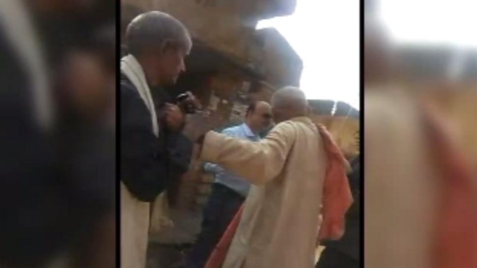 बिहार: जांच अधिकारी के समक्ष शिकायतकर्ता की होती रही पिटाई, वायरल हुआ वीडियो