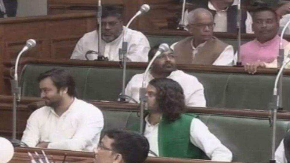 बिहार: लंबे समय बाद सदन पहुंचे तेजस्वी, मॉनसून सत्र में गायब रहने पर हुई थी किरकिरी