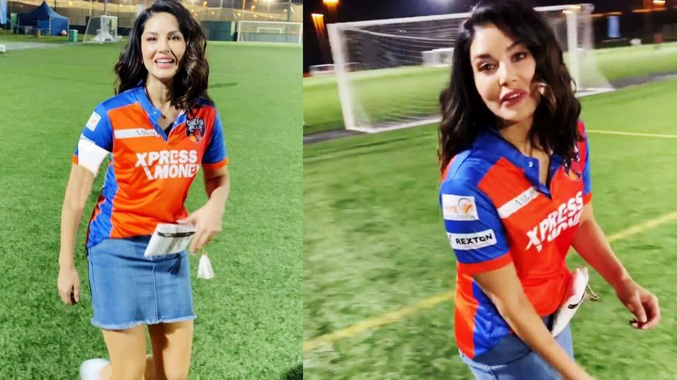 VIDEO: सनी लियोनी खेल रही थीं फुटबॉल, तभी एक शख्स ने पूछ डाला ऐसा सवाल