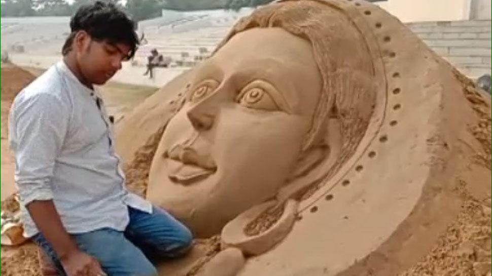 खेलते-खेलते मिट्टी की कलाकृतियों का जादूगर बन गए पुष्कर के अजय रावत, देखें हुनर