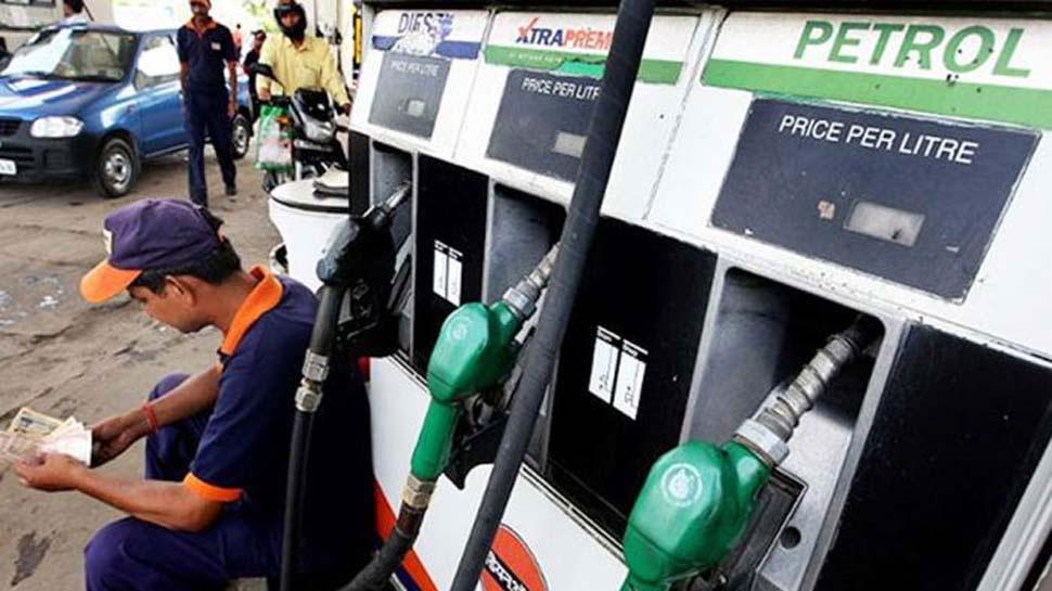 पेट्रोल की कीमत 1 साल के ऊंचे स्तर पर, जानें- आपके शहर में क्या हैं दाम