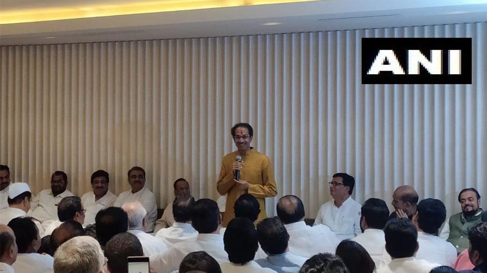 उद्धव ठाकरे होंगे महाराष्ट्र के अगले मुख्यमंत्री, शरद पवार के पैर छूकर लिया आशीर्वाद