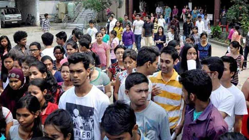 भारत में पढ़ाई करने वाले युवा नौकरी के काबिल नहीं, इस सर्वे ने किया खुलासा