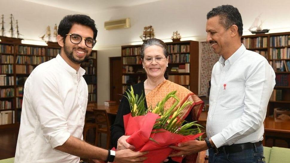 शपथ ग्रहण के लिए सोनिया गांधी को आमंत्रण देने पहुंचे आदित्य ठाकरे, बोले - आशीर्वाद लेने आया हूं