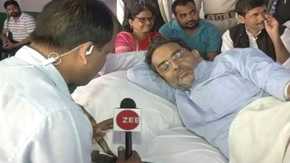 पटना: अनशन के दौरान बिगड़ी उपेंद्र कुशवाहा की तबियत, एम्बुलेंस में किया जा रहा इलाज