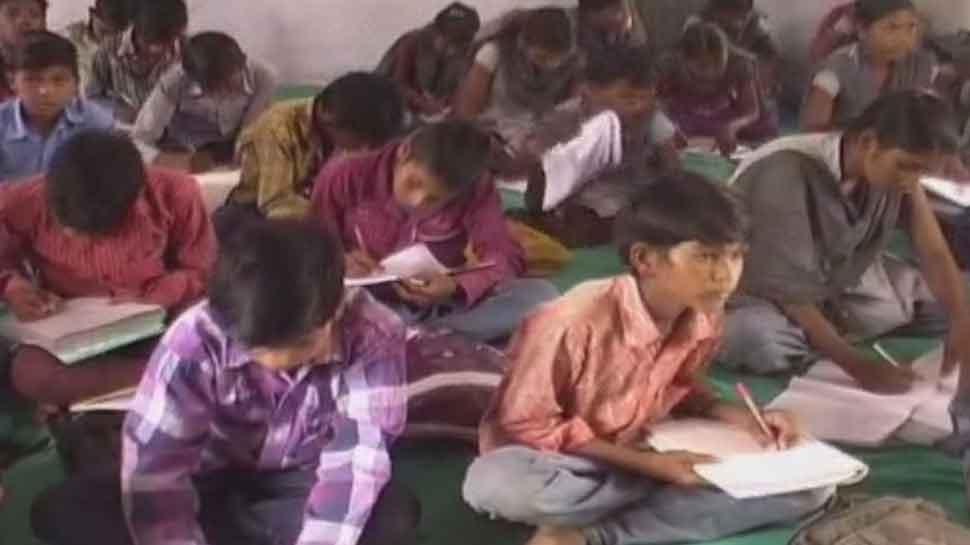 MP: आदिवासी बहुल झाबुआ जिले में 28 हजार से ज्यादा बच्चों ने छोड़ दी पढ़ाई, जानिए वजह