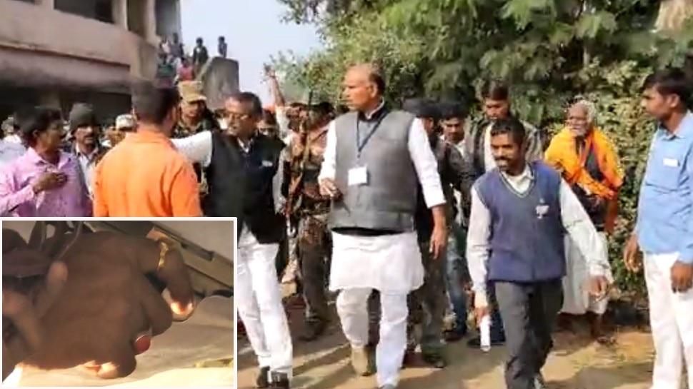 झारखंड विधानसभा: डाल्टनगंज में कांग्रेस प्रत्याशी ने लहराया हथियार,  वोटर्स ने लगाए दबंगई के आरोप