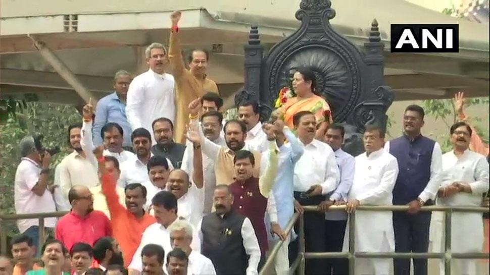 महाराष्ट्र LIVE: विधानसभा पहुंचे सीएम उद्धव ठाकरे, शिवसेना-NCP-कांग्रेस ने MLAs के लिए व्हिप जारी किया