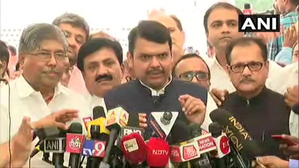 महाराष्ट्र: फ्लोर टेस्ट से पहले BJP का वॉकआउट, फडणवीस बोले, 'असंवैधानिक है यह अधिवेशन'