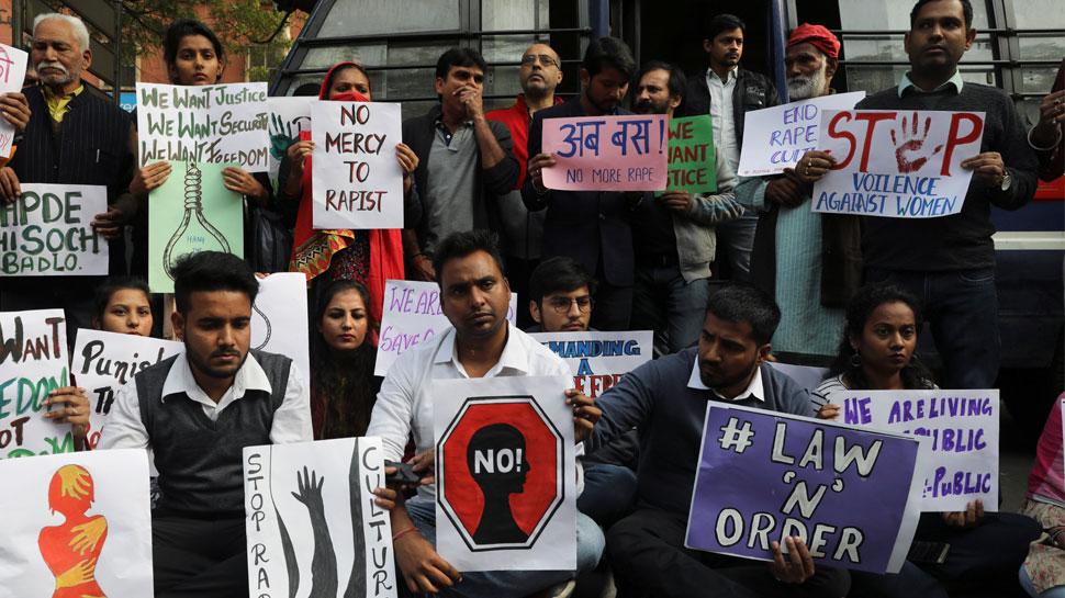 हैदराबाद गैंगरेप: हरकत में आई तेलंगाना सरकार, एसआई समेत 3 पुलिसकर्मी सस्पेंड