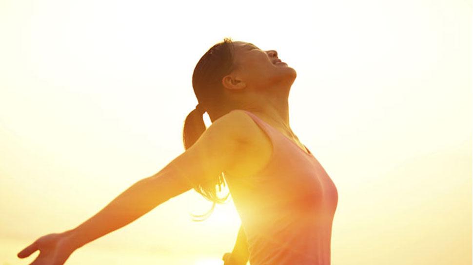सर्दियों में सुबह या शाम को नहीं, इस समय 15 मिनट धूप सेंकिए, हड्डियां रहेंगी तंदुरुस्त