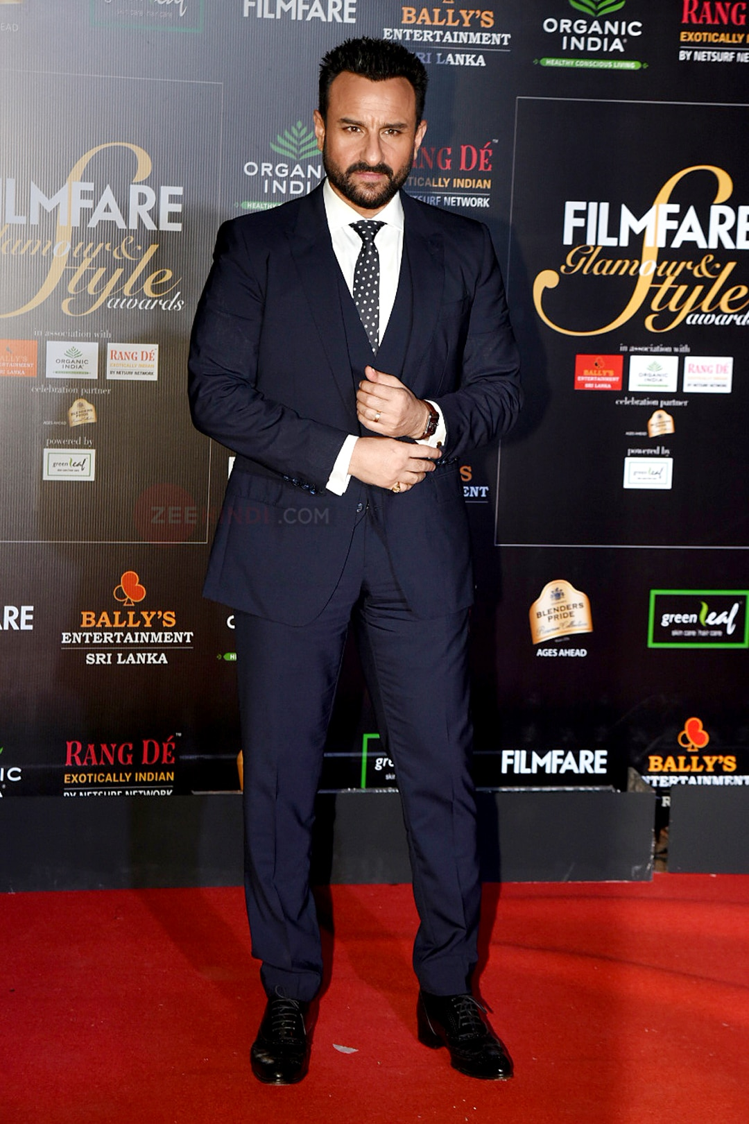 Saif Ali Khan, Anushka Sharma, Kiara, Kriti, Malaika in 6th edition of Filmfare Glamour & Style Awards