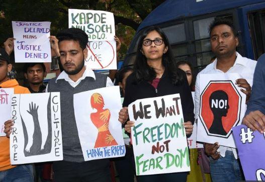 हैदराबाद रेप पर नाराज लोग अपने हाथों से सजा देने की वकालत कर रहे थे