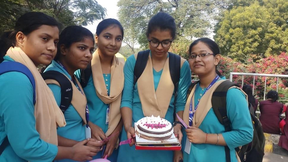 हैदराबाद मुठभेड़ पर बिहार में खुशी, छात्राओं ने कहा- बक्सर, समस्तीपुर में भी बेटियों को मिले इंसाफ