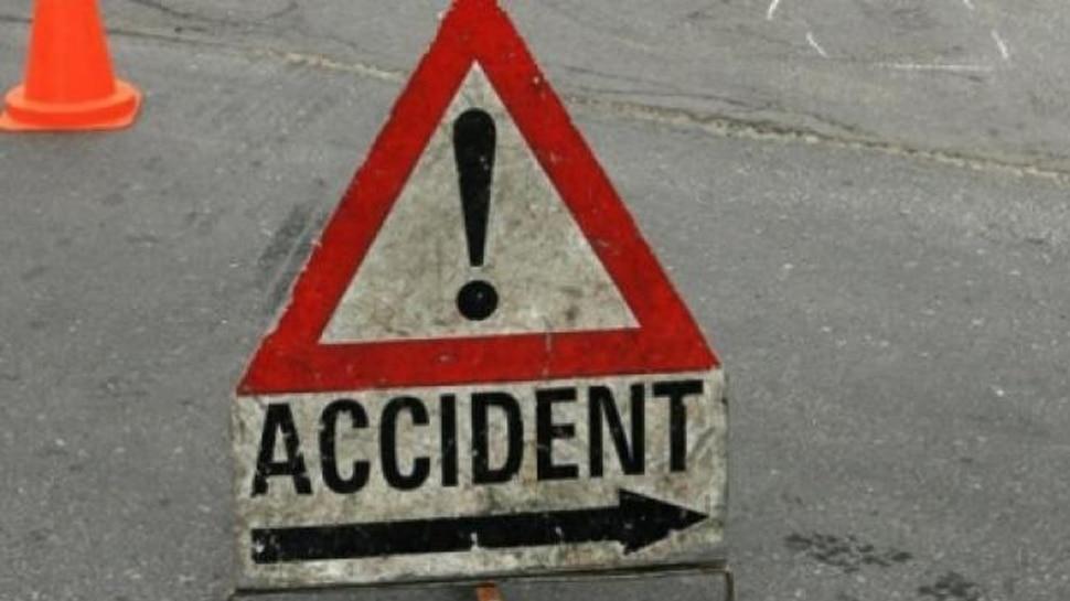 बिहार: छपरा में अनियंत्रित ट्रक की चपेट में आने से छात्रा गंभीर घायल, PMCH किया गया रेफर
