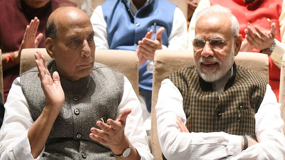 पीएम मोदी ने बीजेपी सांसदों से कहा - जम्मू-कश्मीर के ऐतिहासिक फैसले को जनता तक पहुंचाएं