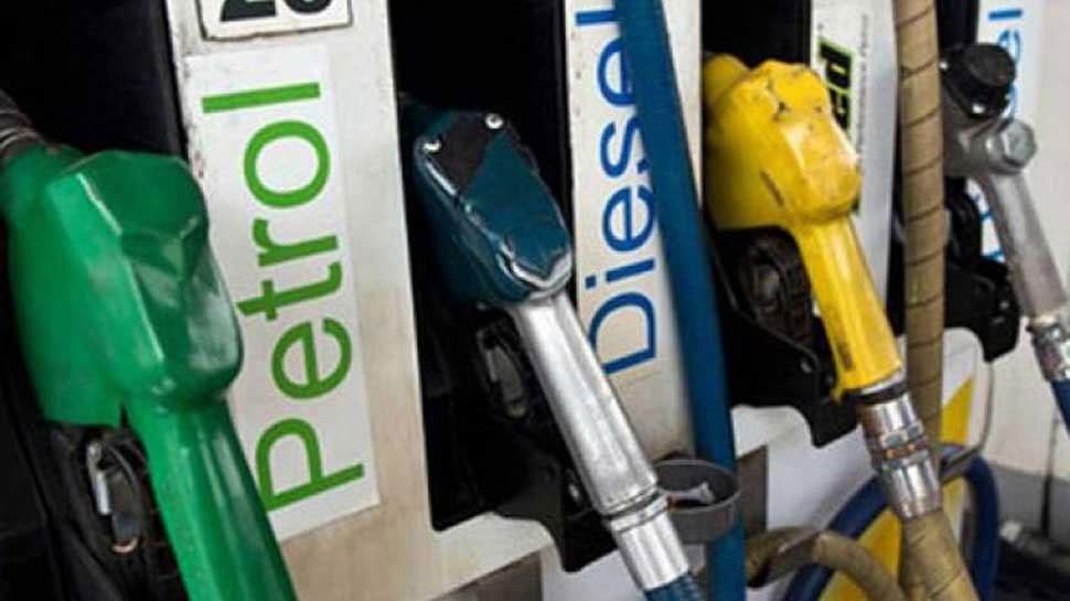 पेट्रोल के दाम में मामूली गिरावट, डीजल का भाव स्थिर, जानें आपके शहर में क्या है रेट?