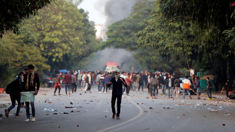 दिल्ली पुलिस ने जामिया यूनिवर्सिटी के कैंपस में घुसने की बात से किया इनकार