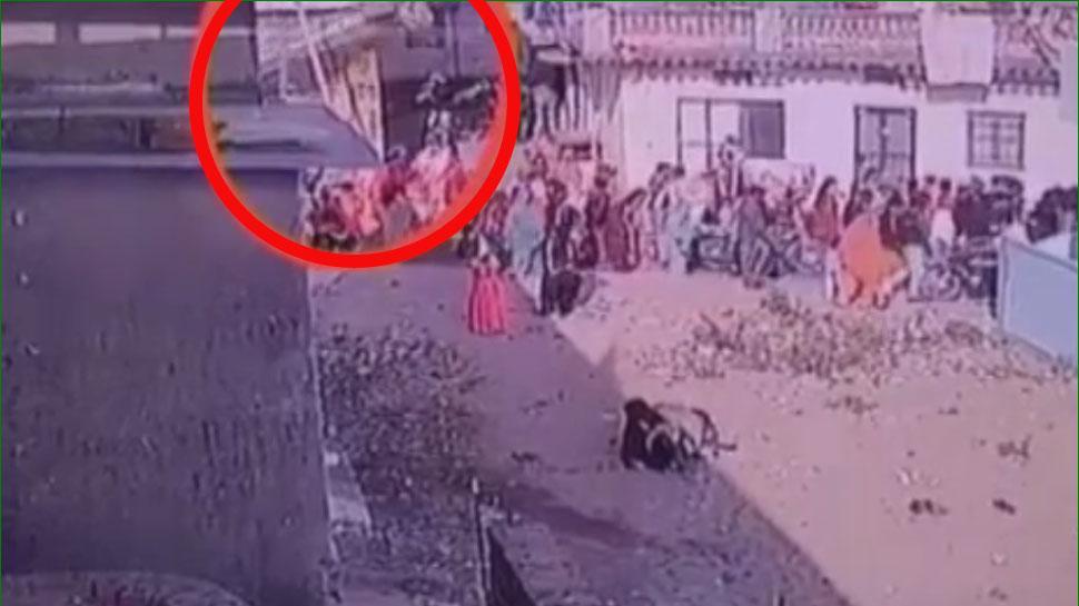 बांसवाड़ा: बारात पर भरभराकर गिर गया ऊपरी मंजिल का छज्जा, 8 लोगों की हालत गंभीर