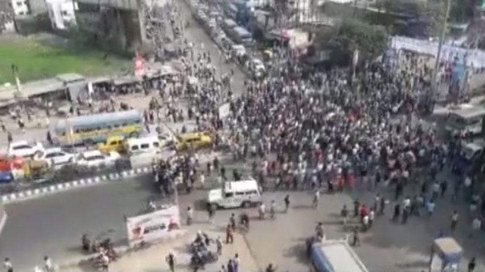 नागरिकता संशोधन एक्ट के खिलाफ कोलकाता में प्रदर्शन, एयरपोर्ट की सुरक्षा बढ़ाई गई