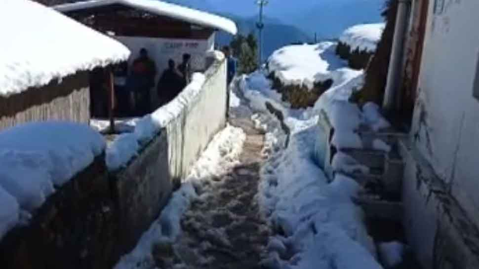 भारी बर्फबारी के बीच केदारनाथ पुनर्निर्माण कार्य रूका, 8 फीट तक बर्फ जमी