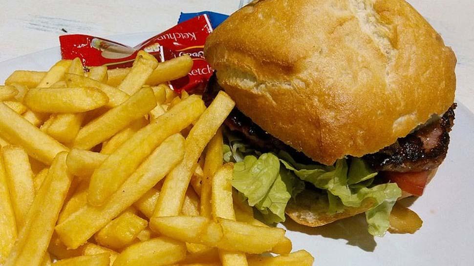 जंक फूड खाने वालों के लिए बुरी खबर; आप चिप्स- नूडल्स, पिज्जा, बर्गर नहीं 'जहर' खा रहे हैं