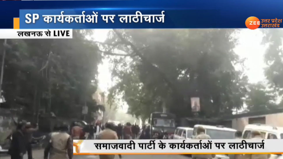 UP: धारा 144 के बावजूद नागरिकता कानून के खिलाफ सड़कों पर सपाई, लखनऊ में पुलिस ने चटकाई लाठियां
