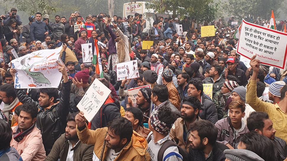 दिल्ली: अफवाह फैलाने वालों पर साइबर सेल की नजर, 70 सोशल मीडिया अकाउंट पहचाने गए