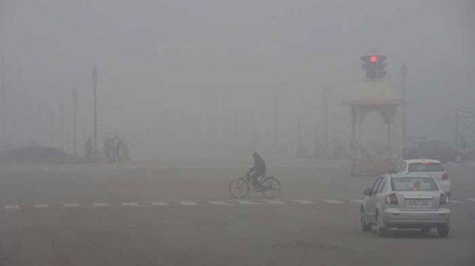 दिल्ली-NCR में छाया घना कोहरा, पालम में विजिबिलिटी हुई शून्य, उड़ानों की आवाजाही पर असर