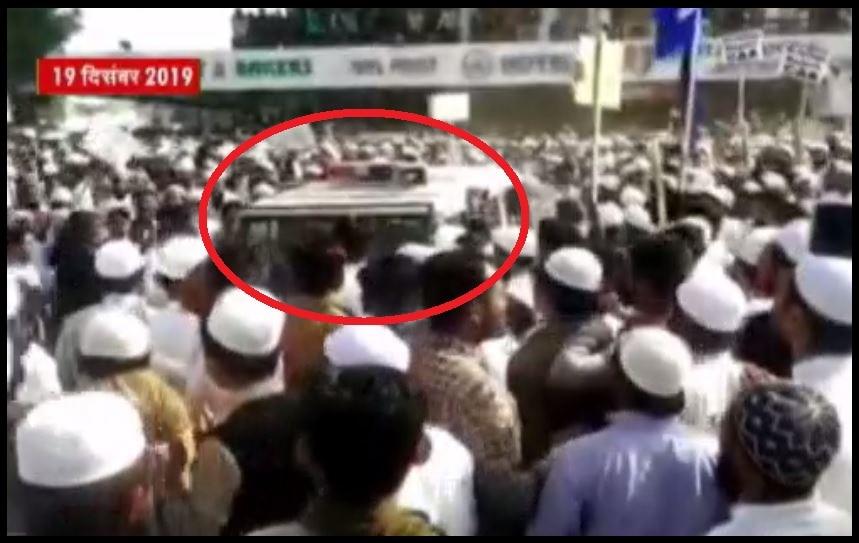 गुजरात के बनासकांठा में CAA की आड़ में उपद्रवियों ने पुलिस को बनाया निशाना