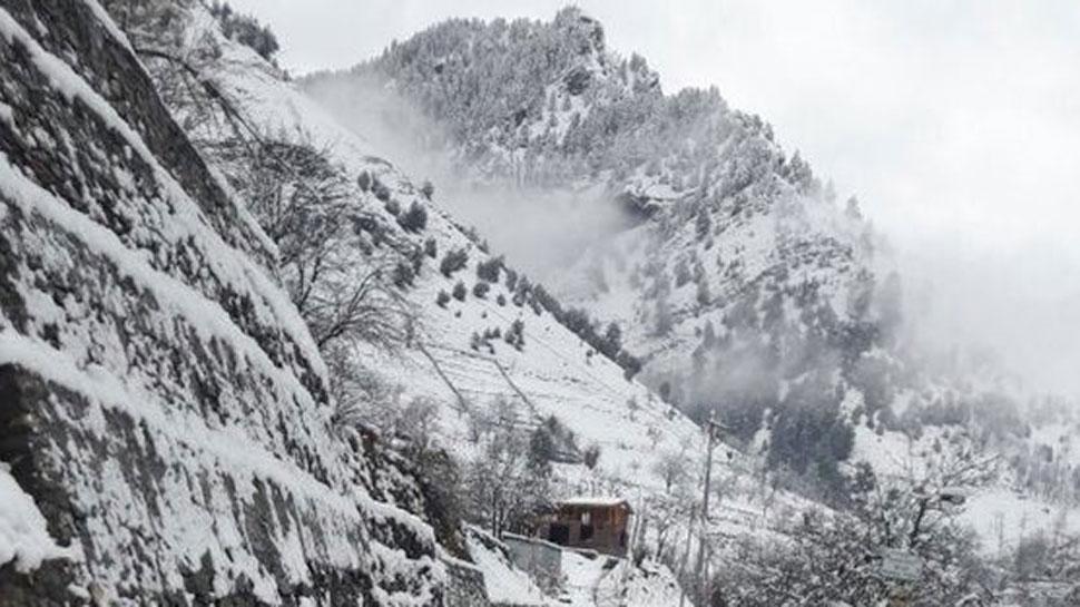 बर्फबारी से पहाड़ों में 'हिमयुग', पर्यटकों से कहीं खुशी, नुकसान से कहीं गम!