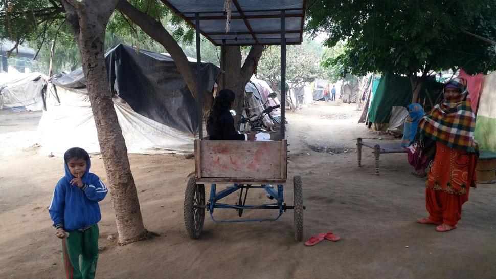 हाड़ कंपा रही ठंड, अब तक नहीं मिल पाई पीड़ितों को 'दीनदयाल पुरम' की छत