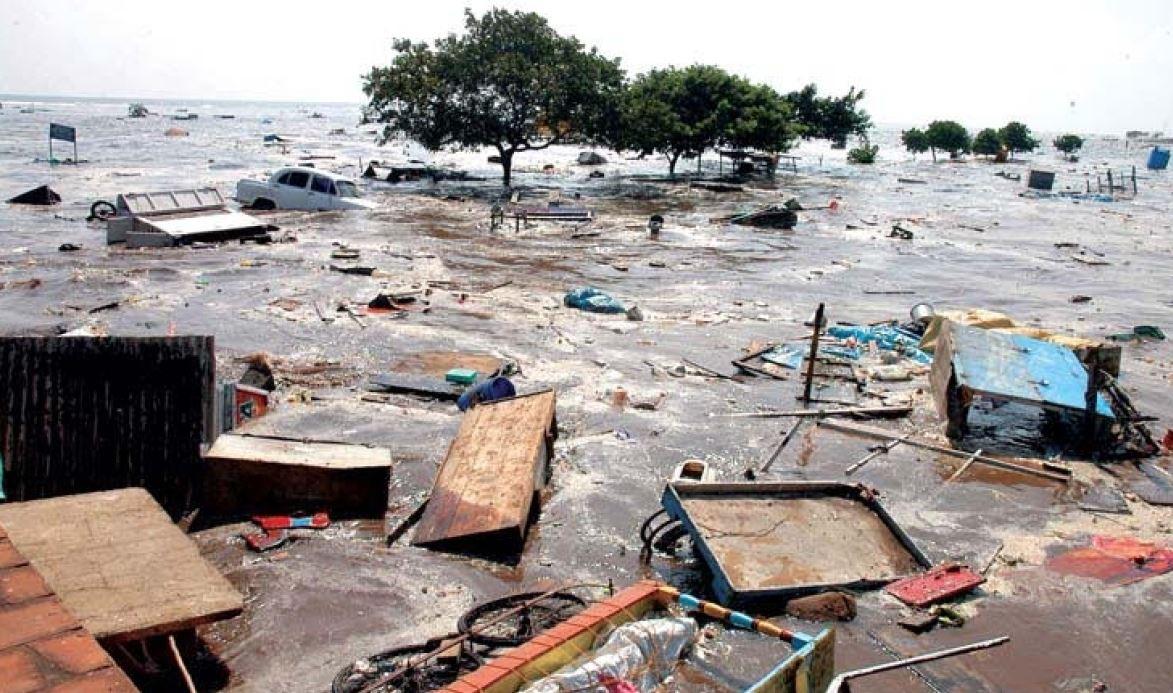 सुनामी में खोए खुद के बच्चे, अब अनाथों की जिंदगी सुधार रहा दंपती