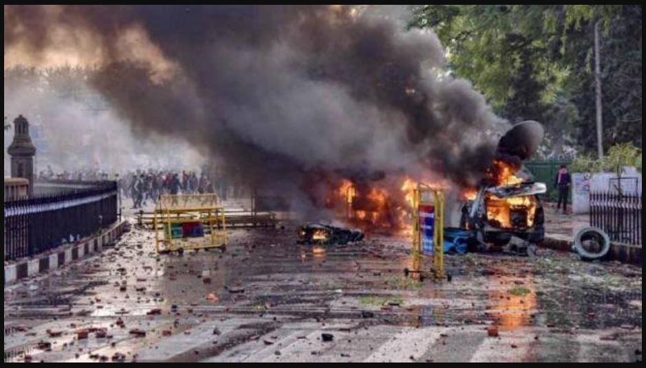 नागरिकता कानून के खिलाफ यूपी को जलाने की साजिश, 57 पुलिसकर्मियों को लगी गोली