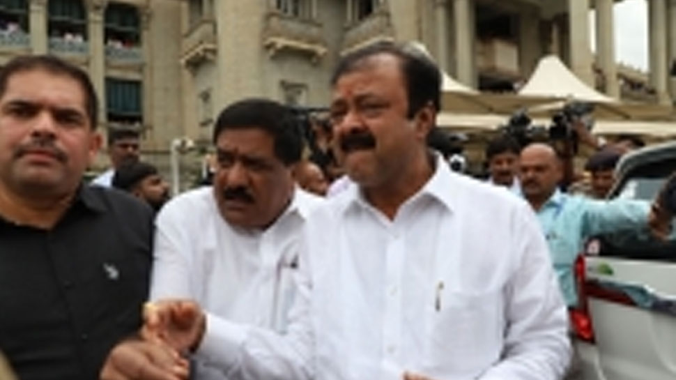 कर्नाटक के 12 भाजपा सदस्यों ने विधायक के रूप में ली शपथ