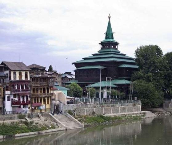 कश्मीरियत की मिसालः सहमति से हटाई पुल बनने में बाधक मस्जिद