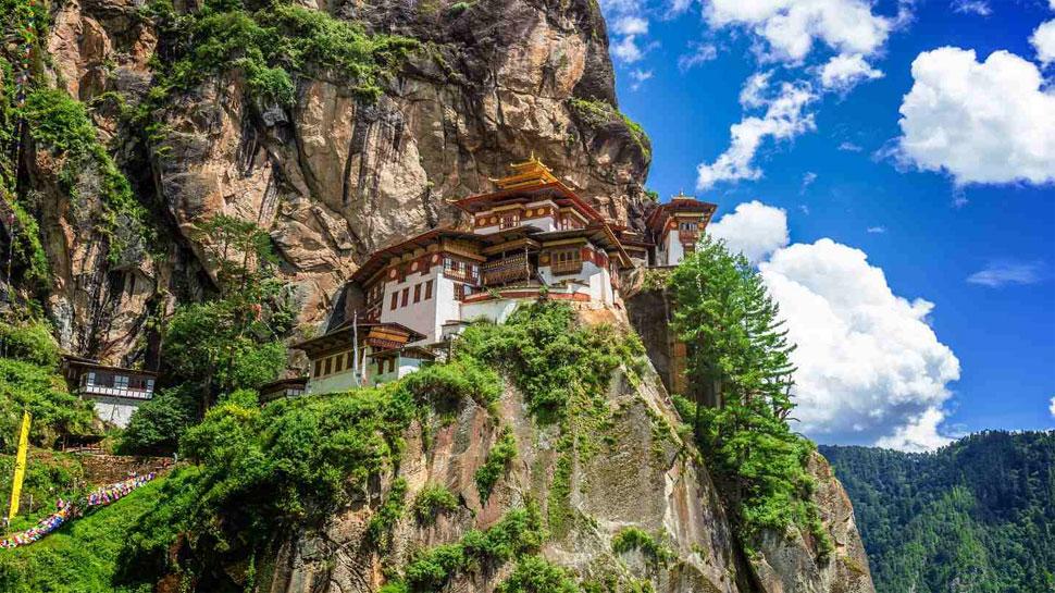दुनिया के सबसे सुखी देश भूटान घूमने की देनी होगी फीस, जानिए कितना देना पड़ेगा पैसा