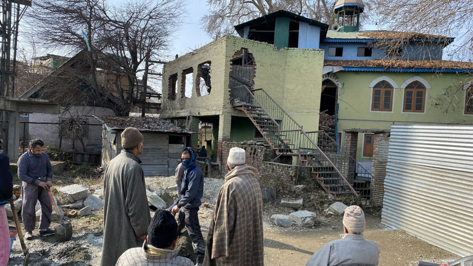 ढहाई गई 40 साल पुरानी मस्जिद, लोगों ने कहा- 'प्रशासन ने अच्छा ही किया'