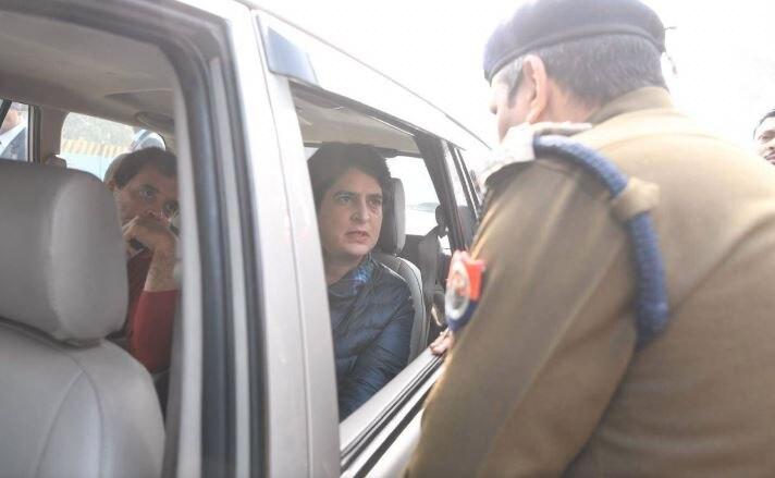 मेरठ जा रहे राहुल-प्रियंका रास्ते में ही रोके गए