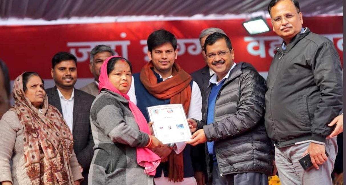 दिल्ली चुनावः डाल-डाल मोदी, पात-पात केजरी