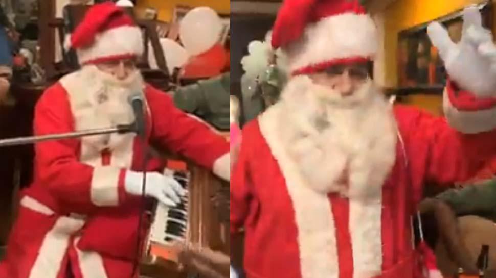Watch: सांता बनकर Jingle Bells गाते दिखे अनूप जलोटा, वीडियो हुआ वायरल