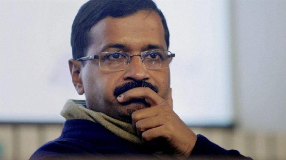दिल्ली में पड़ रही कड़कड़ाती ठंड, मफलर पर उठे सवाल तो सीएम केजरीवाल ने दिया ये मजेदार जवाब