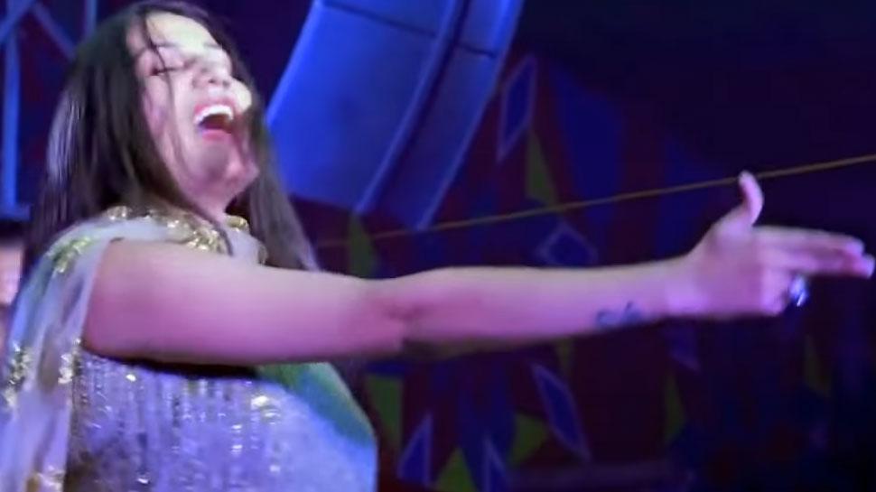 सपना चौधरी ने 'गोली चल जावैगी' पर किया ऐसा धांसू डांस! VIRAL हुआ VIDEO