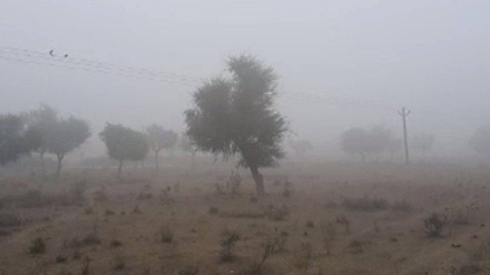 बीकानेर में तापमान में भारी गिरावट के साथ बढ़ा कोहरा, बढ़ा लोगों की मुश्किलें